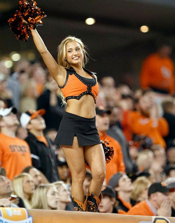 68e3caa960b6bdaecdccf57b38df1296--college-cheerleading-football-cheerleaders