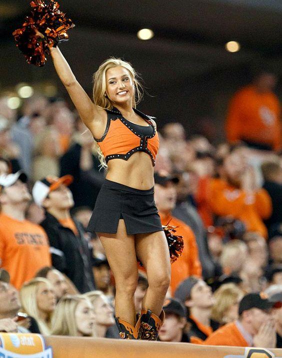 68e3caa960b6bdaecdccf57b38df1296--college-cheerleading-football-cheerleaders