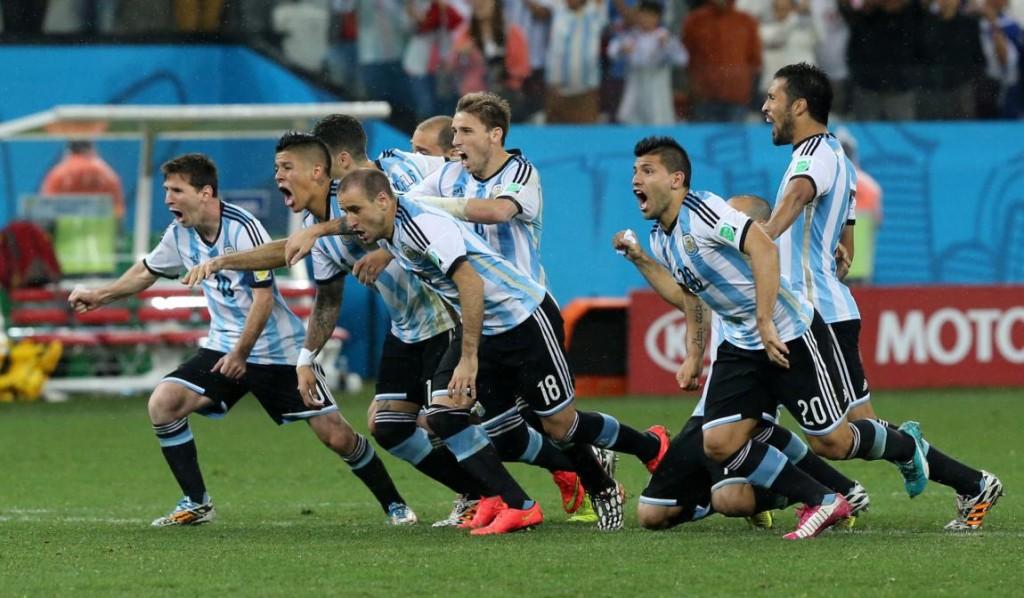Jugadores argentinos celebrando el pase a la final.