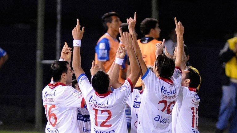 Los jugadores de Nacional de Paraguay, celebrando la victoria ante Vélez.