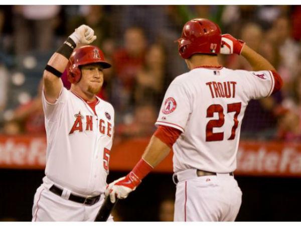 Trout y Calhoun celebran su racha ganadora.