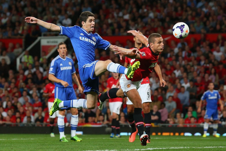 Jose Mourinho se enfrenta a su mentor en Barcelona, Louis Van Gaal