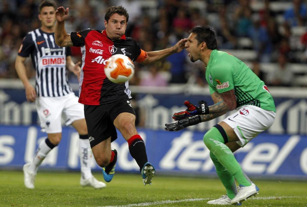 Zorros aventaja a Rayados en el marcador por la mínima