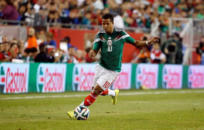Giovani Dos Santos será titular en la delantera mexicana