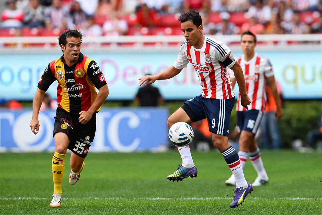 Omar Bravo buscará hacer valer su experiencia en el Estadio Jalisco
