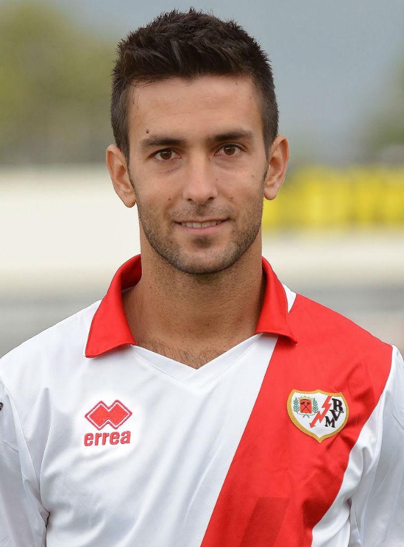 Alberto Bueno jugará contra el Barcelona.