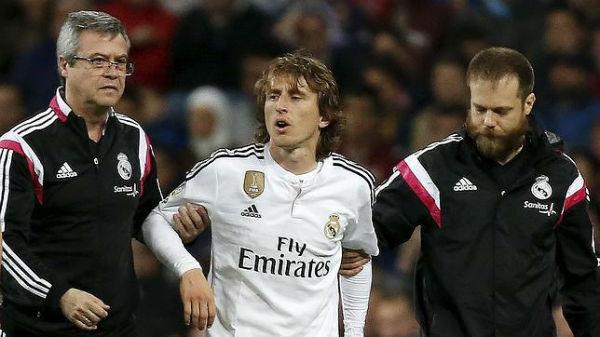 La lesión de Modric le pone las cosas dificiles al Madrid.