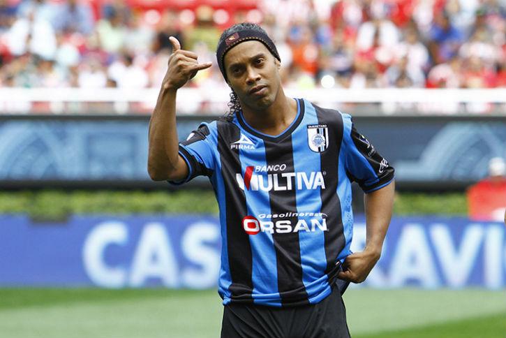 Ronaldinho quiere pasar a la liguilla con Gallos Blancos.