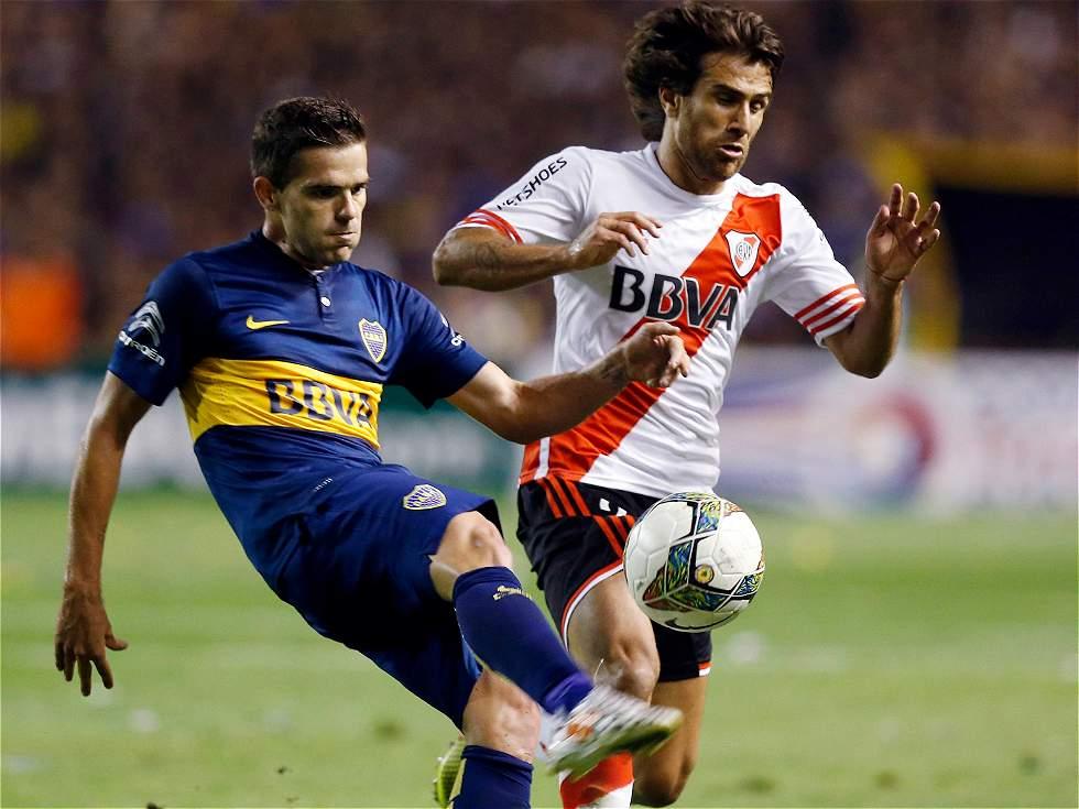 Fernando Gago (Boca) y Leonardo Ponzio (River)