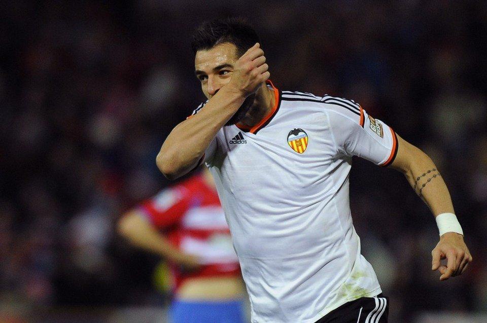 Negredo buscará la victoria en el Camp Nou.