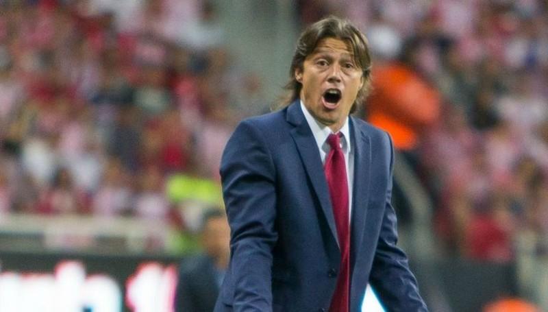 Almeyda no podrá dirigir a Chivas desde la banca por estar sancionado.